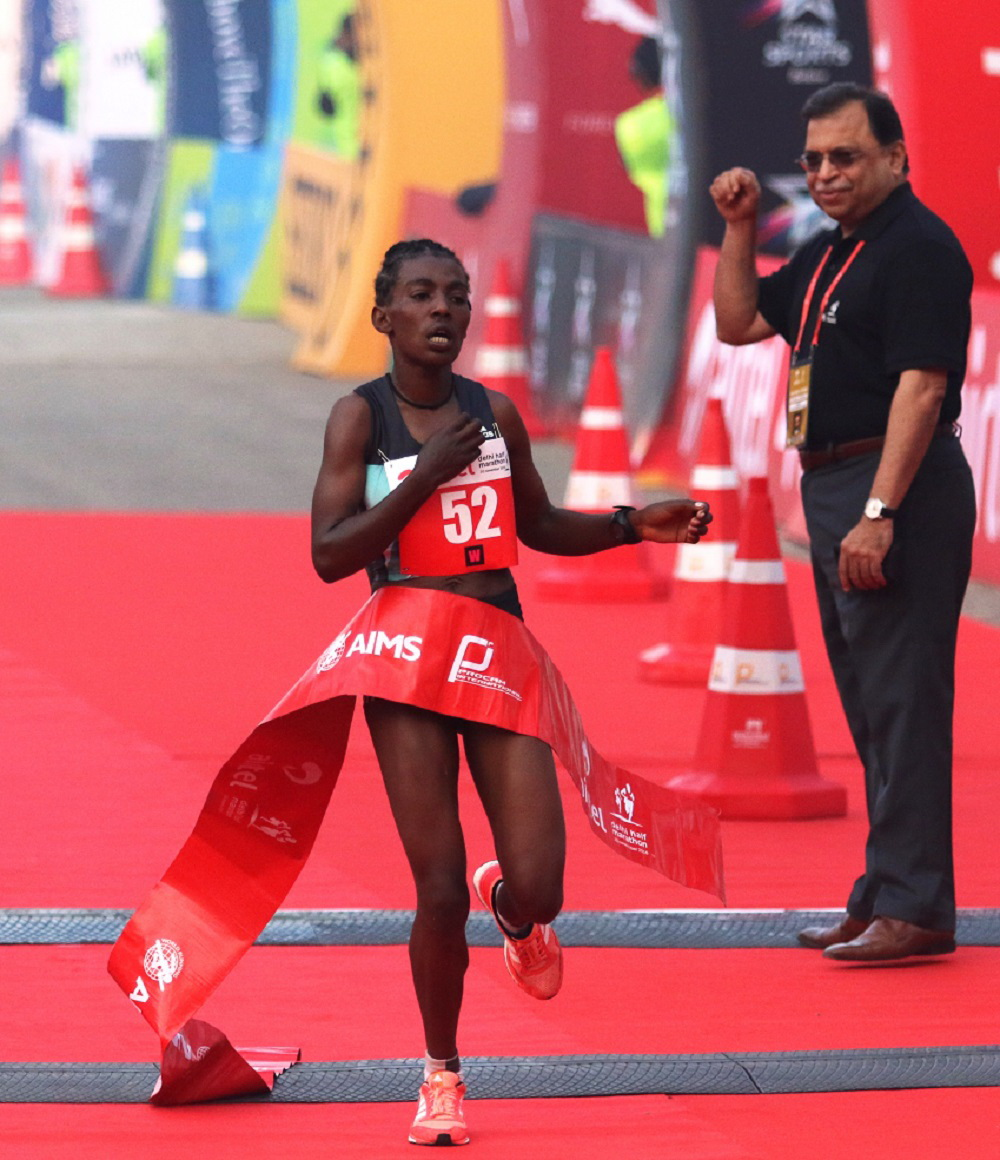 worknesh-degefa-winning-the-2016-airtel-delhi-half-marathon