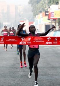 Florence Kiplagat winning the 2014 Airtel Delhi Half Marathon