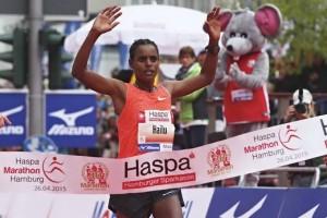 MARATHON: Haspa Marathon Hamburg 2015, Elite, Ziel, Sieger, *** Local Caption *** copyright: HOCH ZWEI/Malte Christians