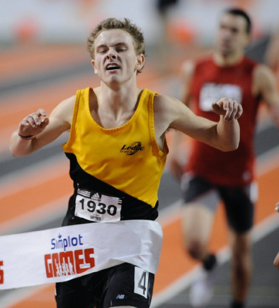 Tyler Smith winning Simplot Games 800m